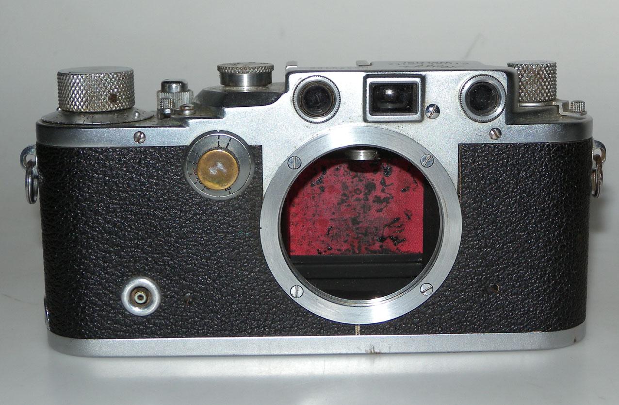 leica iiic de 1941 rideau rouge leica anv12 n 370105 vente d appareils photo de collection et. Black Bedroom Furniture Sets. Home Design Ideas